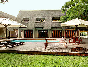 Pongola Country Lodge Pool area